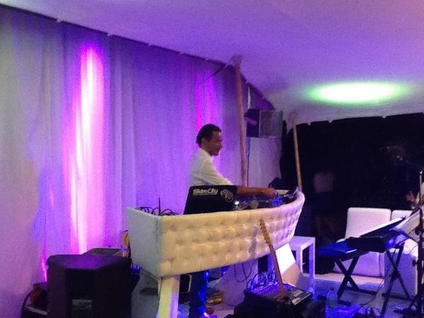 DJ Denis aux platines